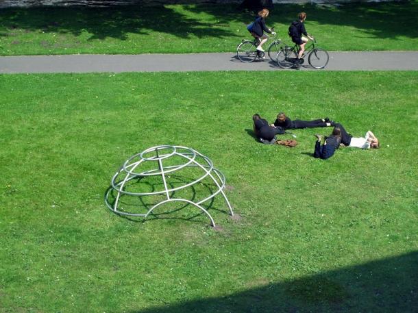 Aldo-van-Eyck.Seventeen-Playgrounds.klimrek[1]
